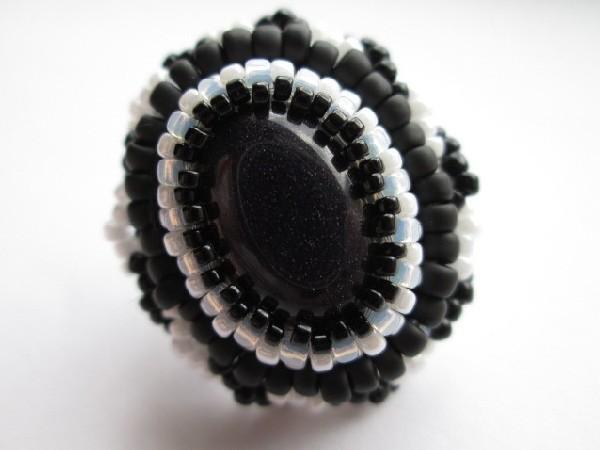 Black or white, pierścionek