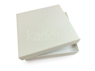 Pudełko z teksturą płótna na komplet białe