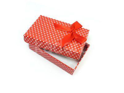 Pudełko w groszki z kokardką prostokątne czerwone