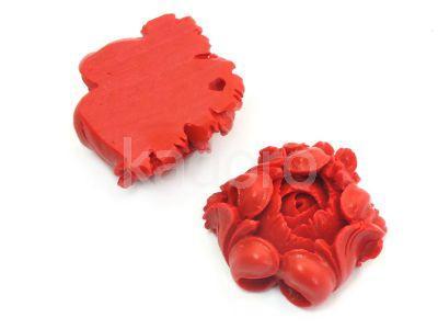 Imitacja cynobru rzeźbiony kwiat 25mm - 1 sztuka