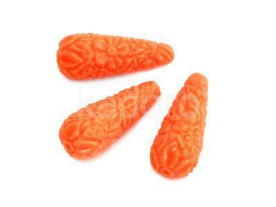 Koral syntetyczny kropla rzeźbiona 27x11mm pomarańczowa - 1 sztuka