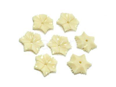 Koral syntetyczny kwiatek 16mm kremowy - 1 sztuka