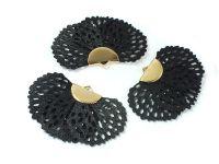 Wachlarzyk czarny 25x41 mm ażurowy w złotym okuciu - 1 sztuka